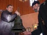 В Костромской области жители небольшого села самостоятельно возводят звонницу при местном храме - Первый канал