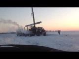 Погрузка трубы бу в поле. Мороз - 40. Сибирь.