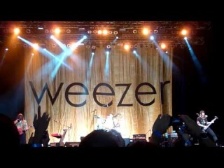 Island In The Sun (Heavy Rotation in intro) - Weezer Live in Jakarta