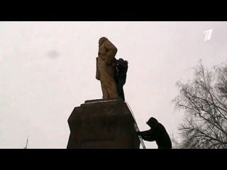 Пєтухі з ОРТ закукарєкали не на жарт через знесення лєнінів в Україні! 2013
