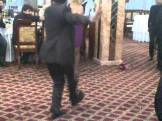 Танцы русских девушек в Баку.3gp
