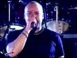 Disturbed cantando el tema de Stone Cold en WWF New York