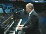 В.Путин сыграл на фортепиано