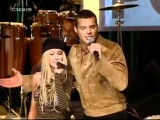 Christina Aguilera feat. Ricky Martin - Nobody Wants To Be Lonely (TOTP 2001).avi