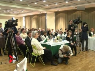 на 15-00 репортаж про забег Дедов Морозов и Снегурочек!