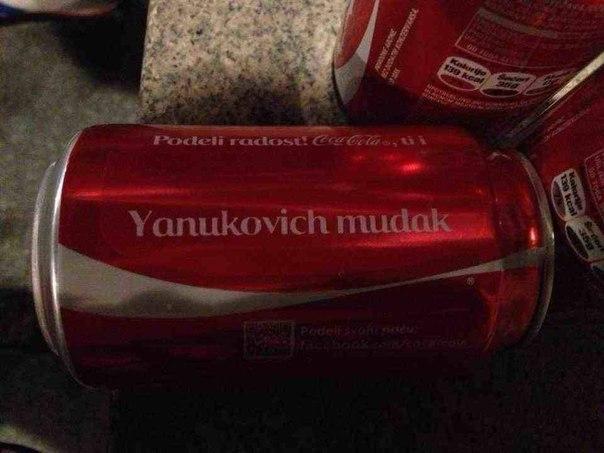 Янукович на банці кока-коли