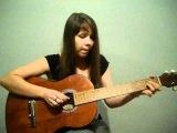 Девушка поет грустную песню