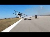 Техасская группа мотокаскадеров устроила трюк на взлетной полосе - Первый канал