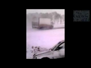 Массовое ДТП на ледяной дороге в Сибири