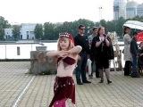 Восточный танец девочки с синдромом Дауна