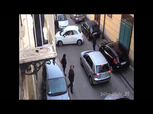 イタリアの駐車場について - Funny parking fail in Italy