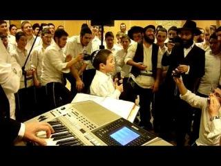 yoni shlomo's son sings Keli ata