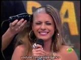 мега красивая девушка бреется налысо в телешоу