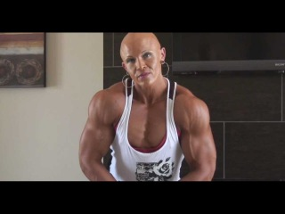 Tall and huge Female Bodybuilder 230 pounds and 6'1