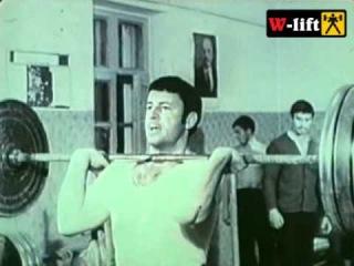 Молодой Кашпировский занимается тяжелой атлетикой.