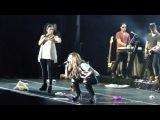 Girl Throws Her Pink Bra At Demi Lovato / Belo Horizonte, Brazil