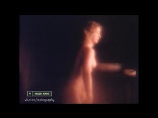 Облилась из тазика - Ольга Смирнова голая в фильме Третья планета (1991, Александр Рогожкин)