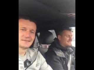 Федецкий и Олейник поют песню