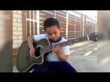 7 летний парень играет Metallica - nothing else matters
