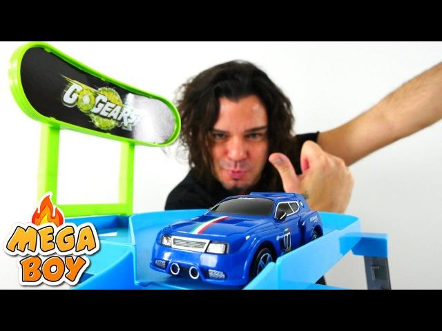 Erkekçocukoyunları. Araba yarış pisti. Türkçeizle! Asrın ile yeni oyuncak açıyoruz. Araba oyunları