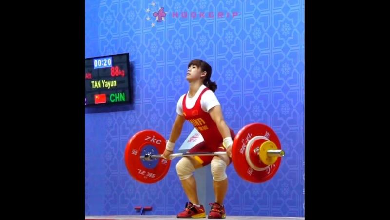 Tan Yayun (-48kg) snatching 88kg194lb at the 2016 Asian Championships.