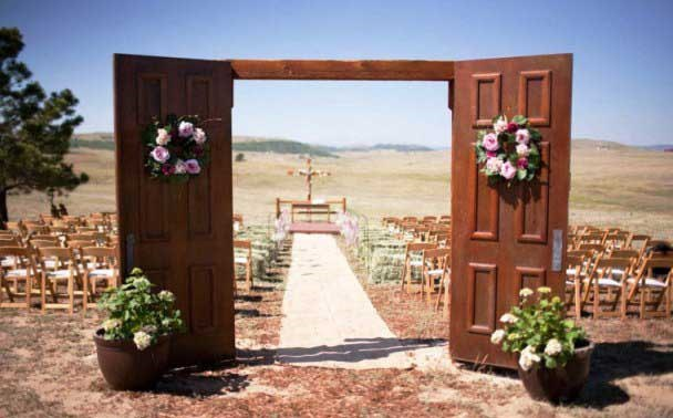 Оформление свадебного зала арка