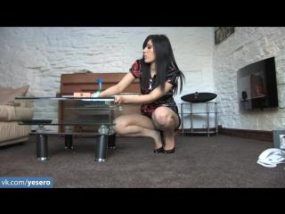 Девушка домработница раздвигает ноги как шлюха не эротика не порно просто любительское видео я ее потом трахнул раком
