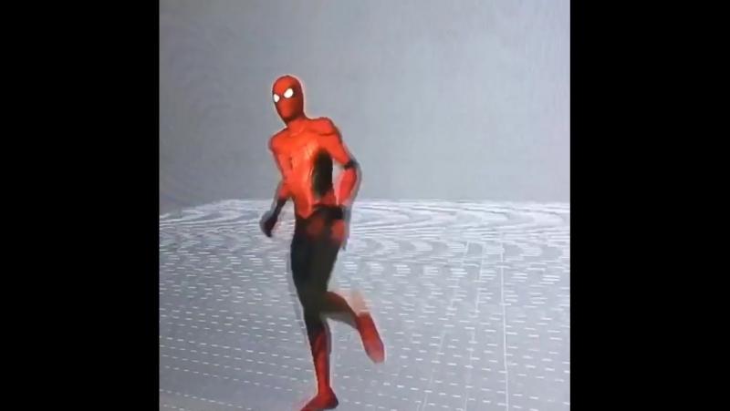 Человек-паук танцует (Инстаграм Джона Уоттса)