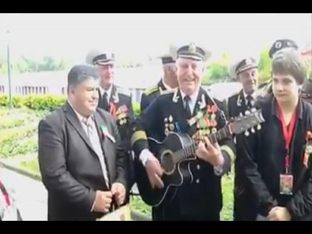 რუსი ომის ვეტერანები მღერიან ქართულ სიმღ430