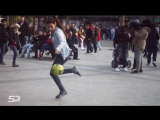 Эта арабская девушка играет в футбол как бог