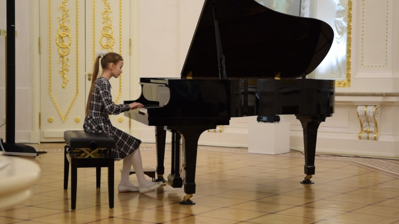 Моцарт - Соната №5 соль мажор, Лядов - Прелюдия ре-бемоль мажор. Исполняет Валя Пролис