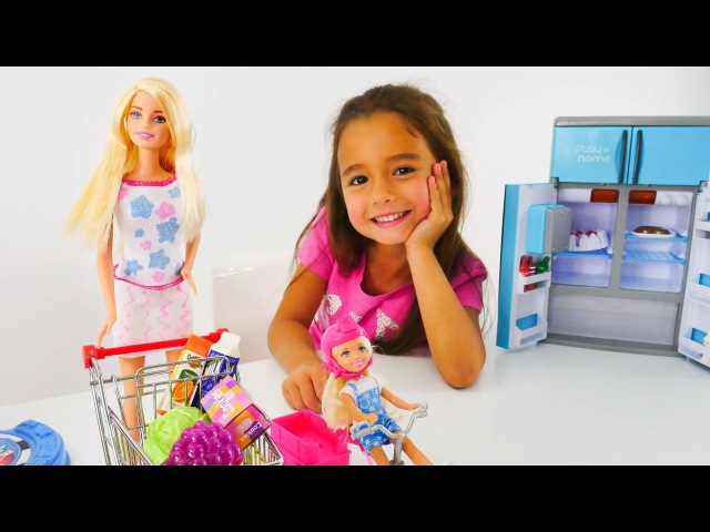 Kukla oynuyoruz. Ceylin, Barbie ve kızı. Oyun diyarı