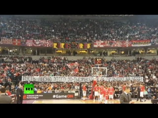 Сербские  фанаты исполнили песню в память об ансамбле Александрова