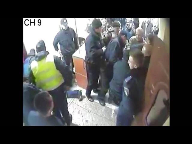 У Києві агресивні особи намагалися прорватися до управління поліції