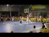 15-летний баскетболист с ростом 229 cм не замечает соперников