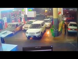 Очевидцы оперативно потушили автомобиль