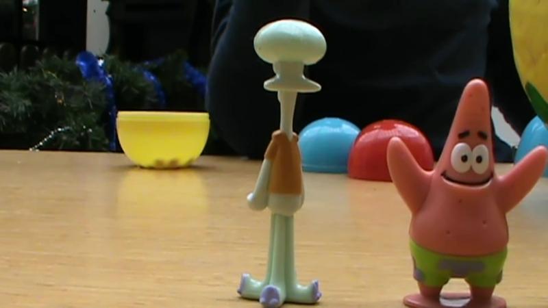 Губка Спанч Боб Огромное яйцо с сюрпризом открываем игрушки Un énorme oeuf avec une surprise