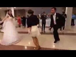 ცეკვა ქორწილში ლეზგინკა - ჩერქეზმა გოგომ პატარძალი და სიძე დაჩრდილა, ბრავო!_low