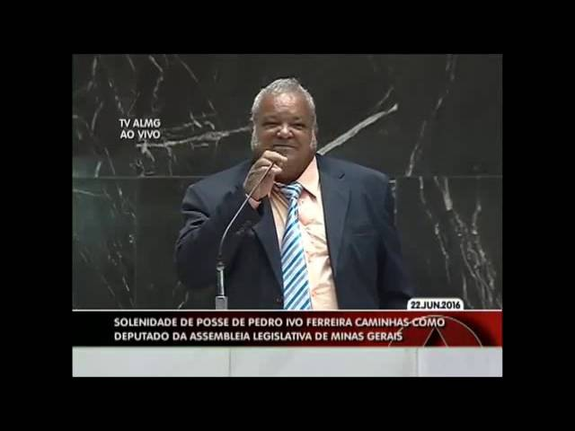 Deputado Pinduca (PP) se atrapalha ao ler discurso de posse