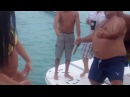 Почти голая девушка танцует стриптиз на пляже!