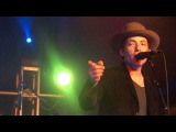 Jakob Dylan (The Wallflowers) forgets the lyrics of his most popular song, One Headlight!