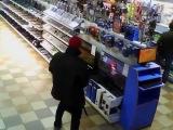 Геймера мастурбирующего на консоль PS4 прямо в магазине засняли на видео
