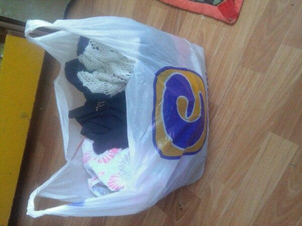 Отдам за фрукты. Пакет вещей на девушку вещи в хорошем состоянии .забирать с кам...