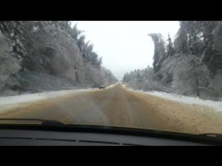 По дороге домой после ледяного дождя и снегопада