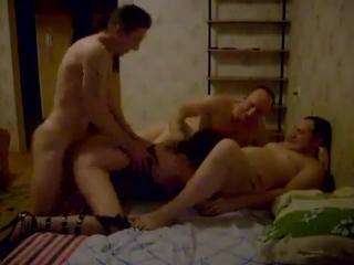 Порно скрытой камерой жена в траем фото 317-535