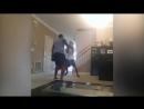 Когда ремень уже не действует. Отец с помощью бокса воспитывает сына за прогул уроков