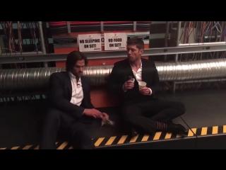 Дженсен и Джаред в перерывах для промо-фотосесси для #CWTV