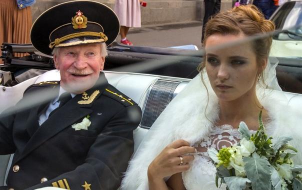 Молодая девушка и старик фото, секс с рыжеволосой длинноногой красавицей