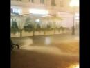 У Росії комунальники миють вулиці Москви під час зливи