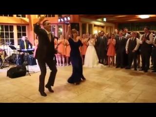 Прикольный танец мамы и сына на свадьбе